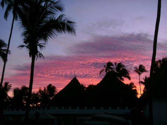 East Africa Diving Centre: Sonnenuntergang über dem DoubleTree-Hotel