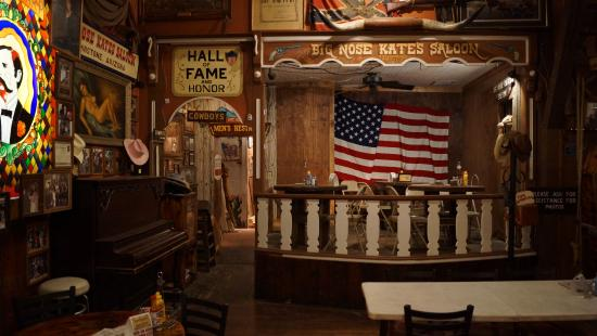 Int rieur picture of big nose kates saloon tombstone for Bar interieur maison