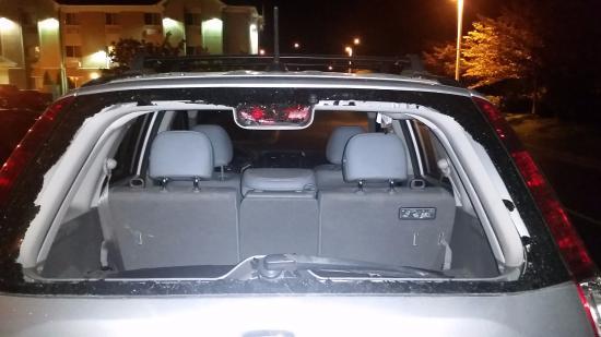 Best Western Port Columbus: Shatter rear window