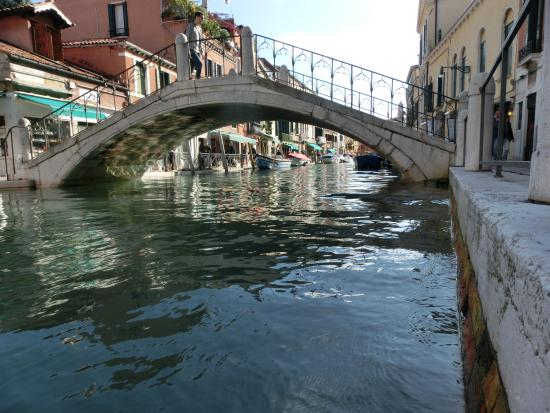 Casanova ai Tolentini: Canal outside the room