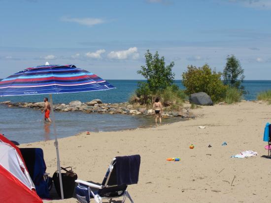 Huron Haven Motel: Southampton Beach
