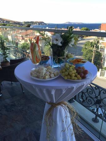 Arap foto terrace vourla restaurant cafe bar urla for Terrace 33 menu