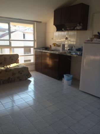Mar Soleil Apartments: Lejligheden er i dårlig stand og trænger godt nok til vedligeholdelse. Vaskene lugter i hele lej