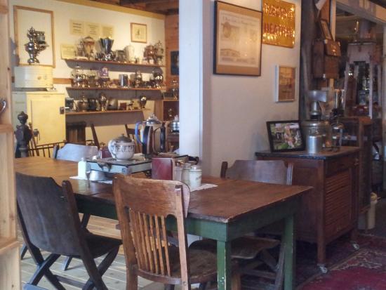 Stewart, Canada: The café