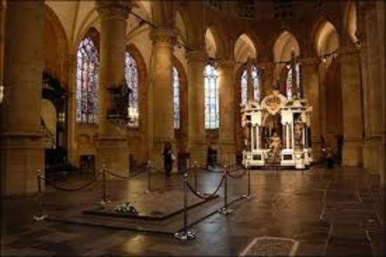 Nieuwe kerk delft interieur koninklijke graftombe foto for Interieur nederland