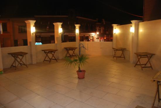 Salle picture of jardins de babylone court saint for Jardin de babylone wine