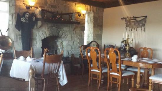 Rossmore Manor: Dinning room