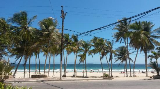 Costa Linda Beach : Camina como 100 metros del hotel y ahi mismito esta playa el agua