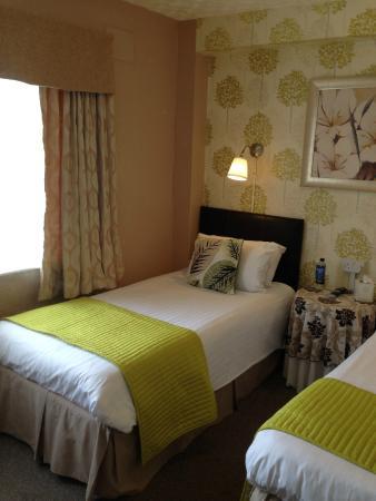 The Corona: Guest twin en-suite room