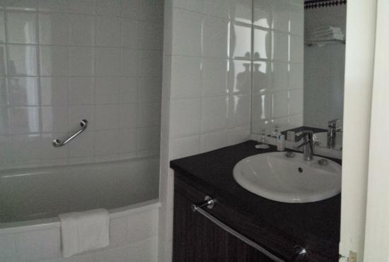 Les Loges du Parc: Salle de bain d'un 2 pièces