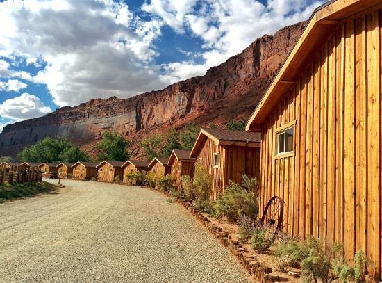 The pool picture of red cliffs lodge moab tripadvisor for Moab utah cabins