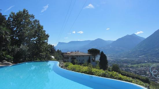 Am Pool Bild Von Hotel Sonnbichl Tirolo Dorf Tirol Tripadvisor