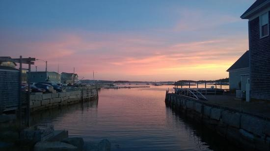 Boyce s Motel: Harbor view at sunset