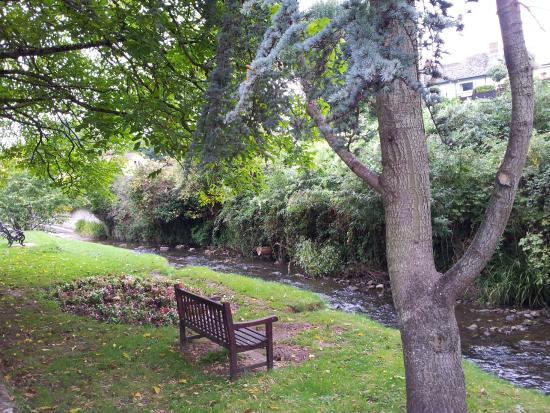 Charnwood Guest House: Riverside walk to Old Town