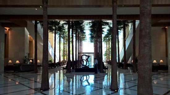 The Diplomat Beach Resort Hollywood, Curio Collection by Hilton: lobby