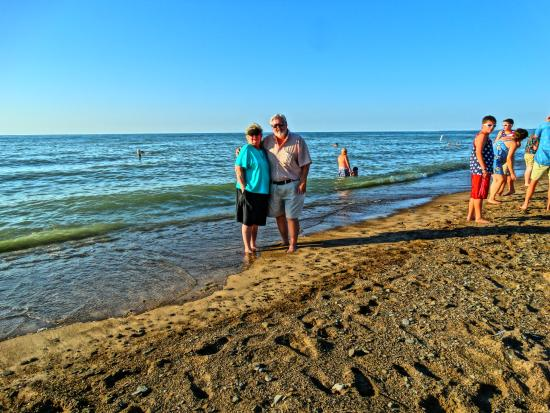 New Buffalo Public Beach : Lake Michigan is huge.  From where we are standing, it's 65 miles across to Chicago.