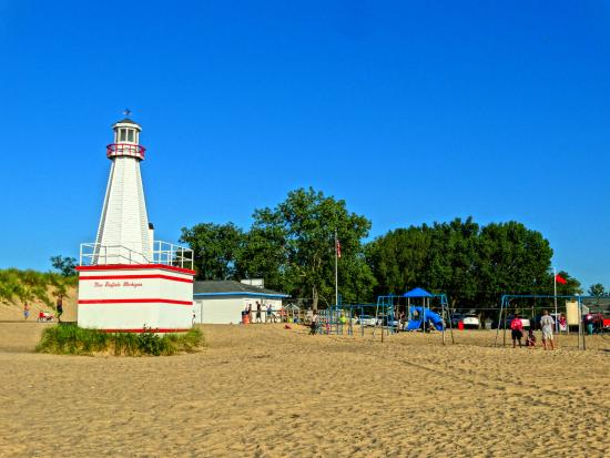 New Buffalo Public Beach: Pretty lighthouse at New Buffalo, MI.
