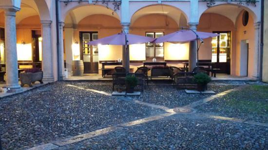 Entrata sotto il portico picture of osteria degli - Osteria degli specchi ...