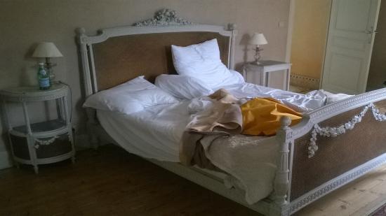 Chateau La Roussille : bedroom