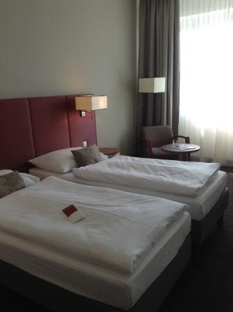 75e3e2be6b9dd Austria Trend Hotel Europa Salzburg  Costumbre de armar la cama matrimonial  con dos queen y