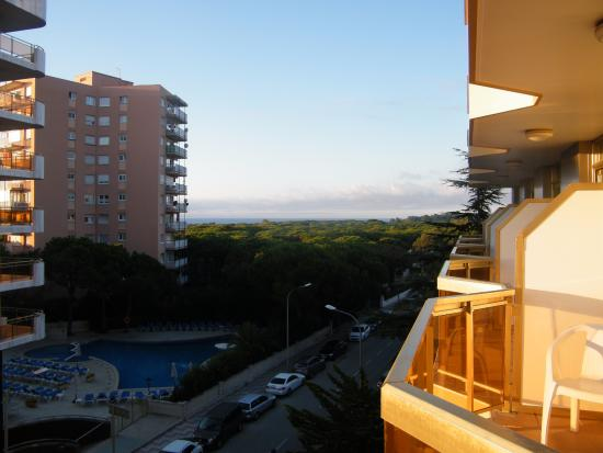 Hotel & Spa Beverly Park: Vue sur la droite du balcon