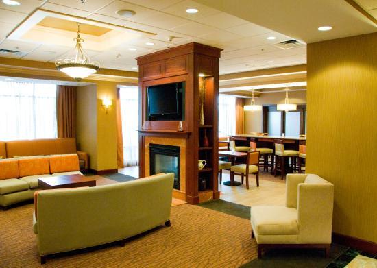 Hampton Inn Easton: Relax in our comfortable lobby.
