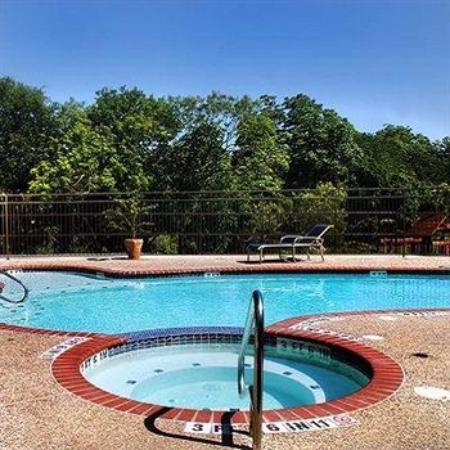 Inn on Barons Creek: Outdoor pool in Back near Spa