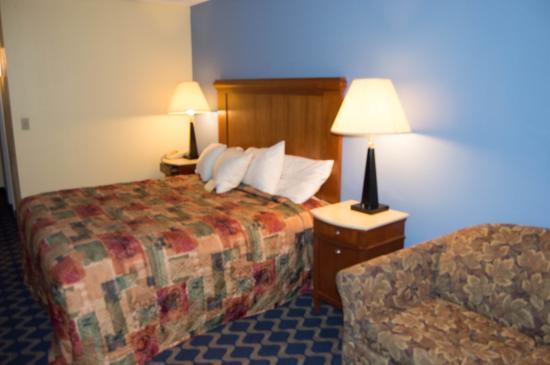 Days Inn Niantic Near Casinos: 1 king room