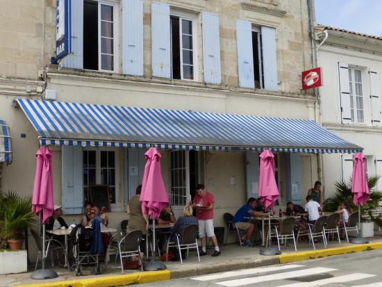 Mortagne-sur-Gironde, Γαλλία: The restaurant side