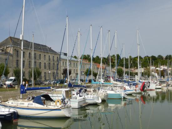 Mortagne-sur-Gironde, Γαλλία: Looking towards the restaurant