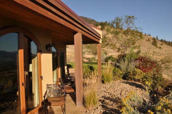 Hester Creek Estate Winery Villa : Outside patio from our room (La Sirene)
