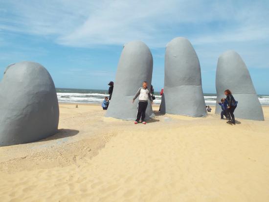 Chuy, Uruguay: monumentos las manos