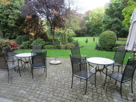 Hotel Kasteel Solhof : terras met zicht op de tuin