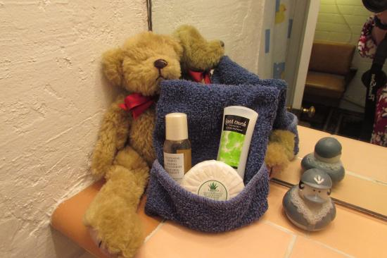 Black Bear Inn: Hospitable bears everywhere ready to help us in comfort