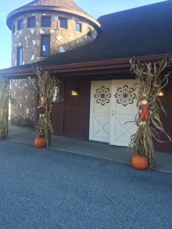 Maxi's Food and Spirits Barn