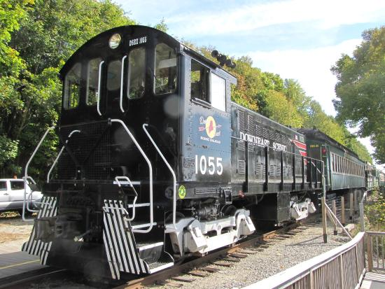 Downeast Scenic Railroad: Locomotive and cars