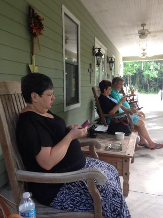 Cinnamon Inn Bed & Breakfast : Relaxing on the front porch!