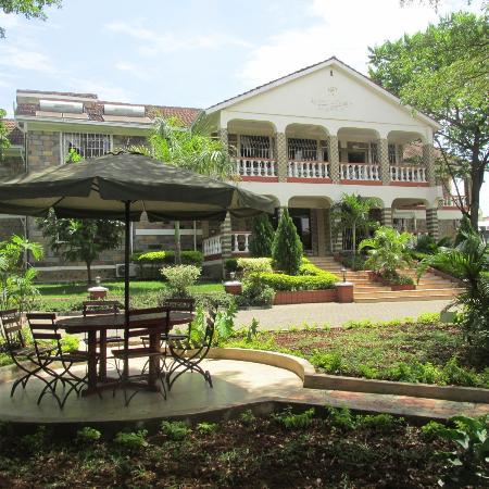Pool at la savanah is refreshing bild fr n le savanna country hotel and lodge kisumu for Hotels in kisumu with swimming pools