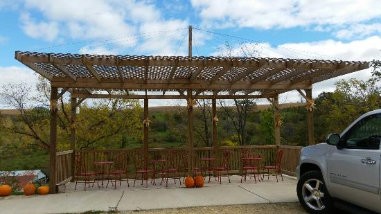 Whispering Winds WInery: Small but very nice location. Many fruit wines.