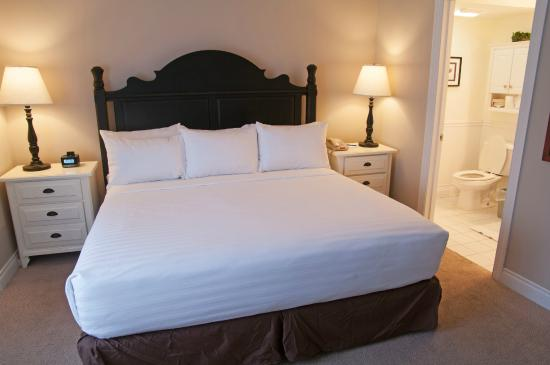 Charlevoix Inn & Suites: King Suite with Lake View Pet Friendly Master Bedroom