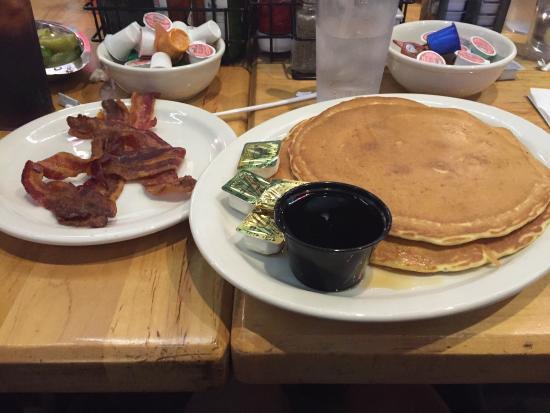 Chompie's: Pancakes