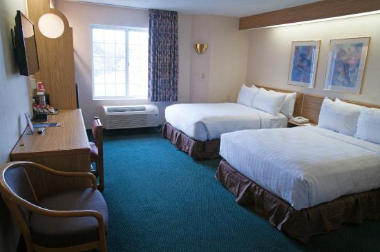 Charlevoix Inn & Suites: Double Beds Studio