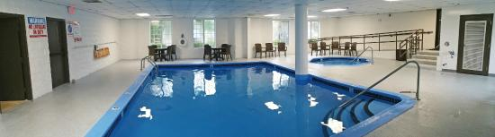 Charlevoix Inn & Suites: Indoor Pool and Hot Tub