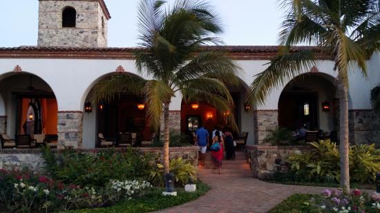 Tola, Nikaragua: Club House