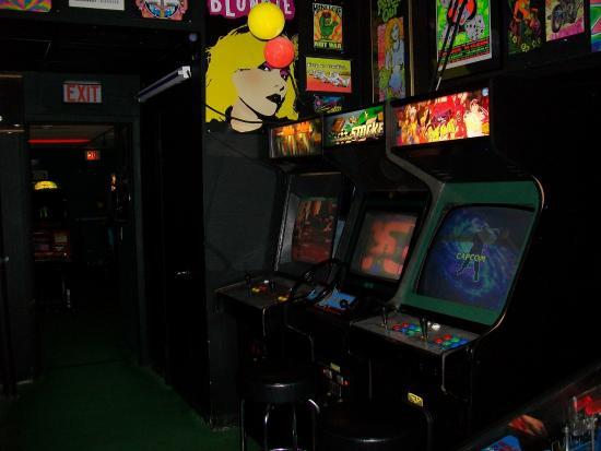 Rossi's Pizza & Vintage Arcade: Black Light Room