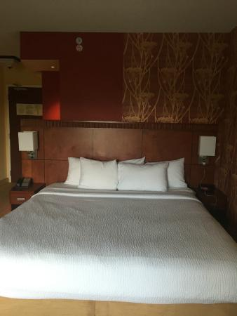 Courtyard Memphis Collierville: King size Bed