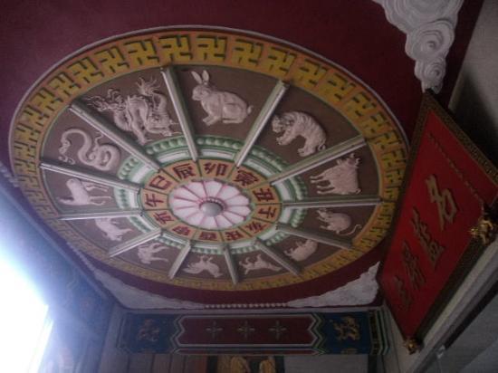 Miu Fat Monastery : 天井の十二支図も素晴らしかったです