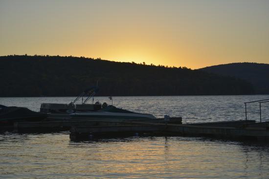 Bayside Inn & Marina: sunrise Lake Otsego