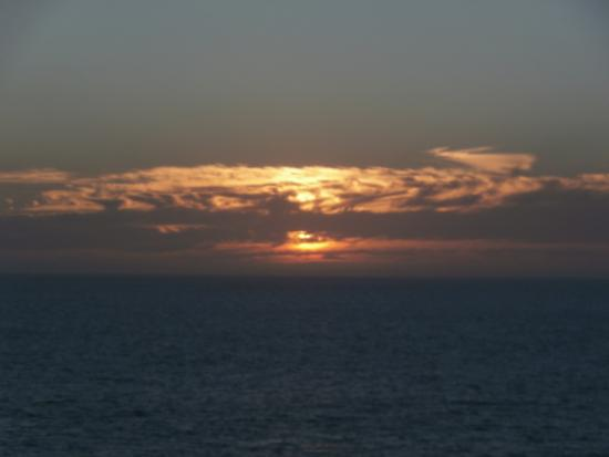 Laguna Riviera Beach Resort : beautiful sunset views every night