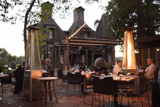 Russian River Vineyards: Outside dining